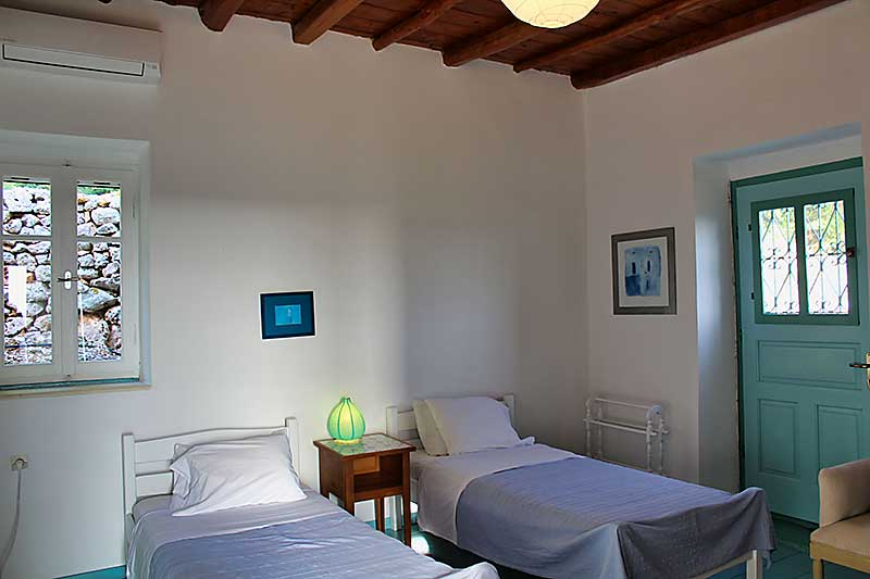 Portokali Cottage Twin Bedroom